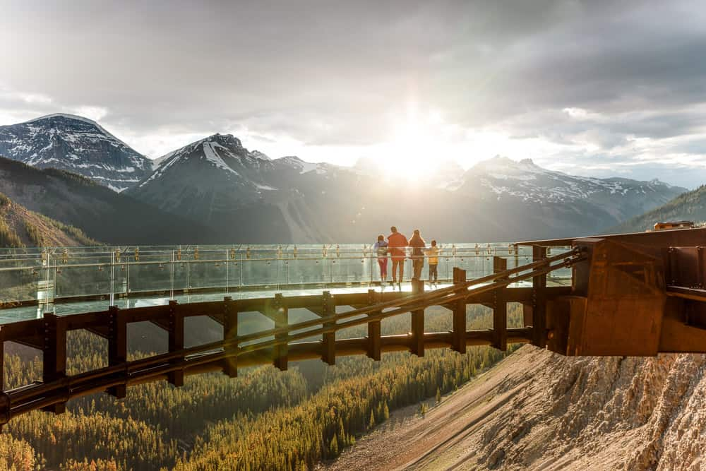 Take in the views from the Columbia Icefield Skywalk