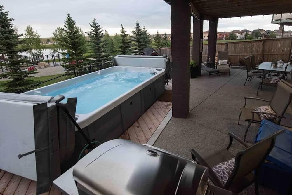 Tranquil Retreat Calgary Airbnb