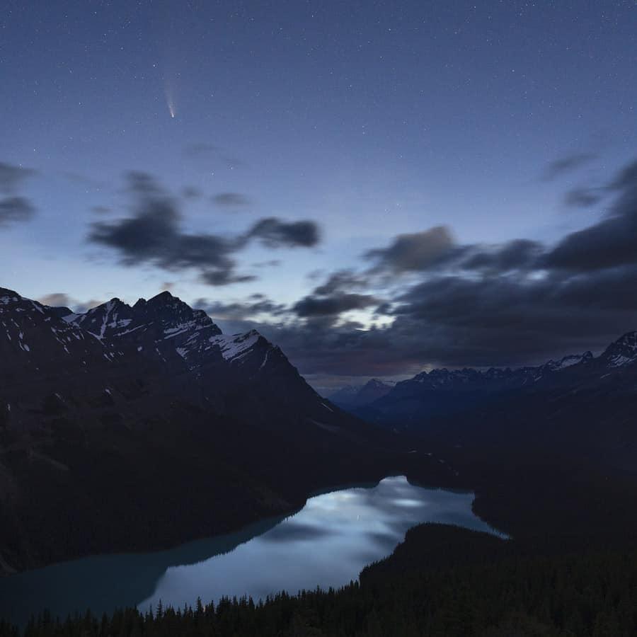 Peyto Lake and Neowise Comet