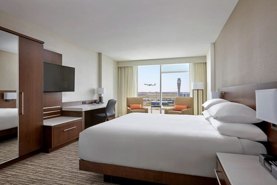 A room at the Marriott Calgary Airport