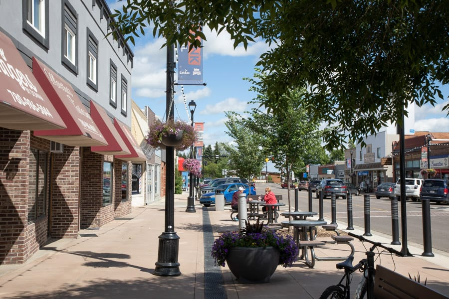 A quick day trip from Edmonton to Leduc and stroll down the Main Street in summer.