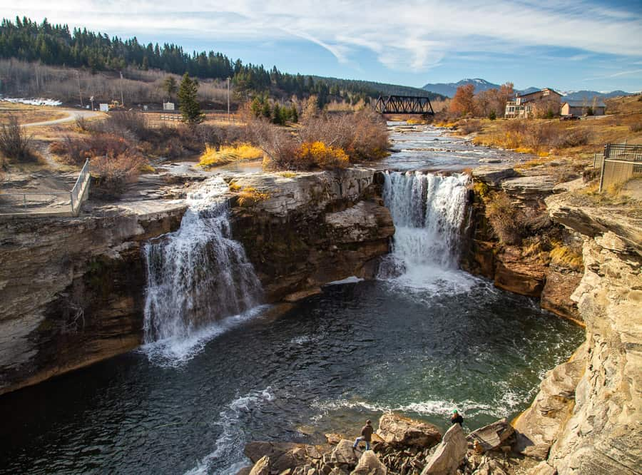 View of Lundbreck Falls - a picturesque waterfall in Alberta.