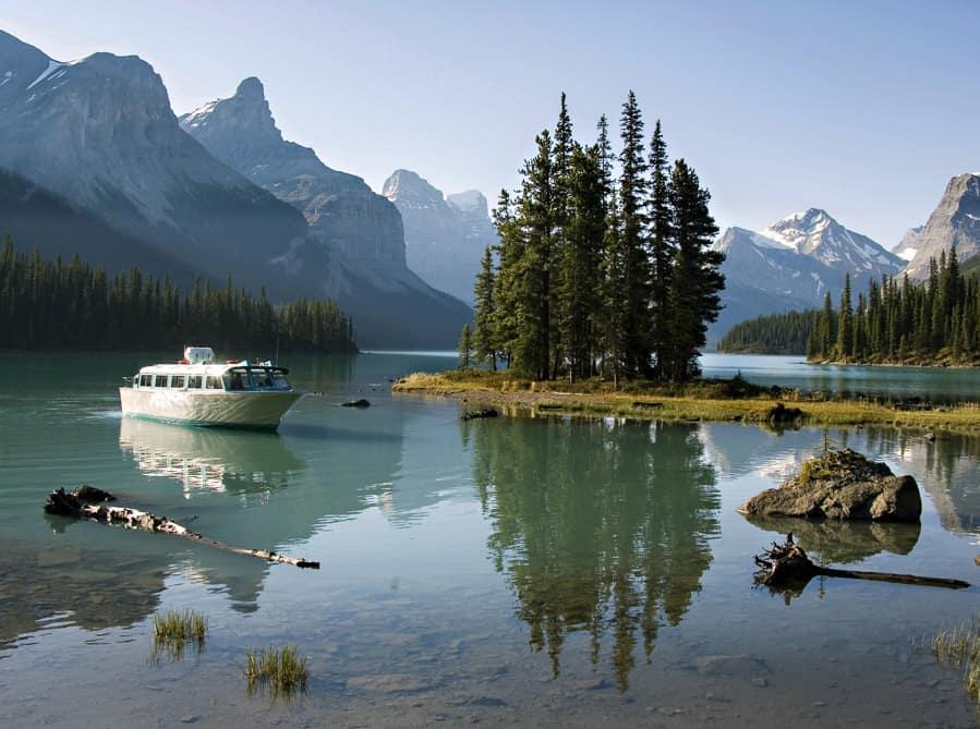 The Maligne Lake Boat Tour to Spirit Island
